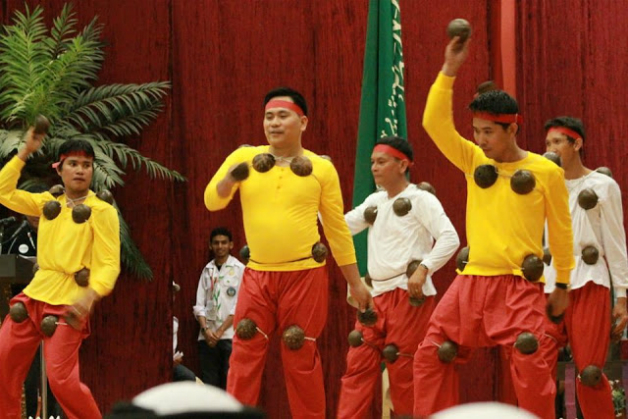 ritual and philippine folk dance Folk dance is a blanket term that covers many kinds of dancing, from ritual dance for religious purposes to the macarena and western swing.