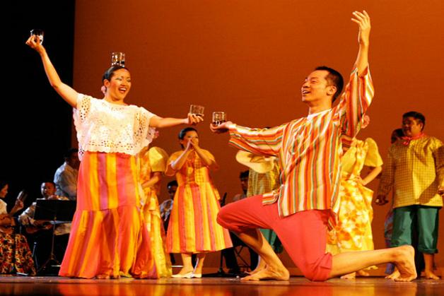 Pandanggo Sa Ilaw - A Traditional Philippine Dance