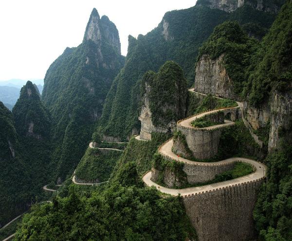 dangerous roads in the world